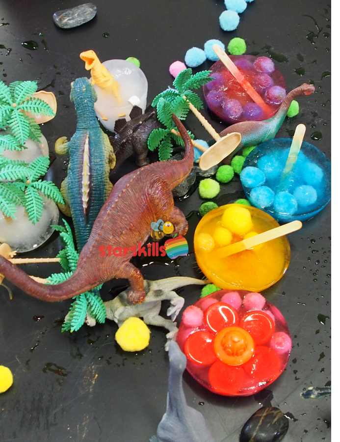 dinosaur-sensory-play